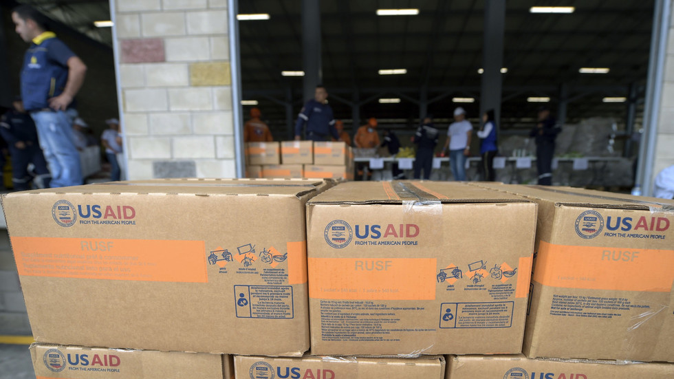 US humanitarian aid is 'big lie' & prelude to intervention – Venezuela's VP