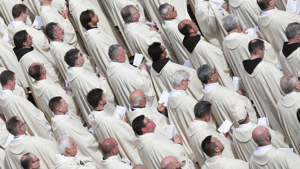 Vatican's homophobic hypocrisy: 80 percent of priests are gay, explosive book reveals