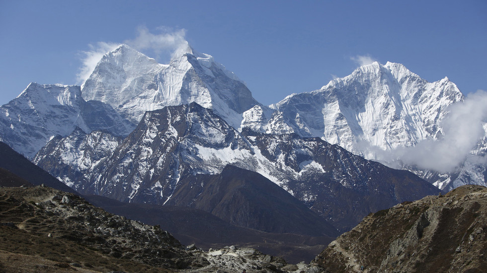 Poo patrol: China demands Mt Everest tourists carry ALL of their waste & shuts it down for cleanup