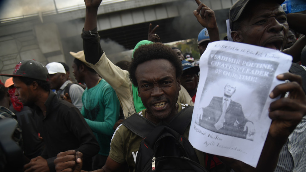 'Long live Putin!' Haiti opposition protesters burn US flag, demand Russian intervention