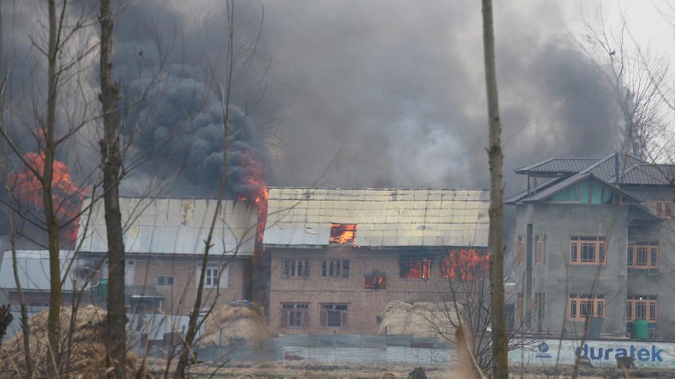 'Mastermind' of Kashmir suicide car bomb attack killed after 12-hour siege