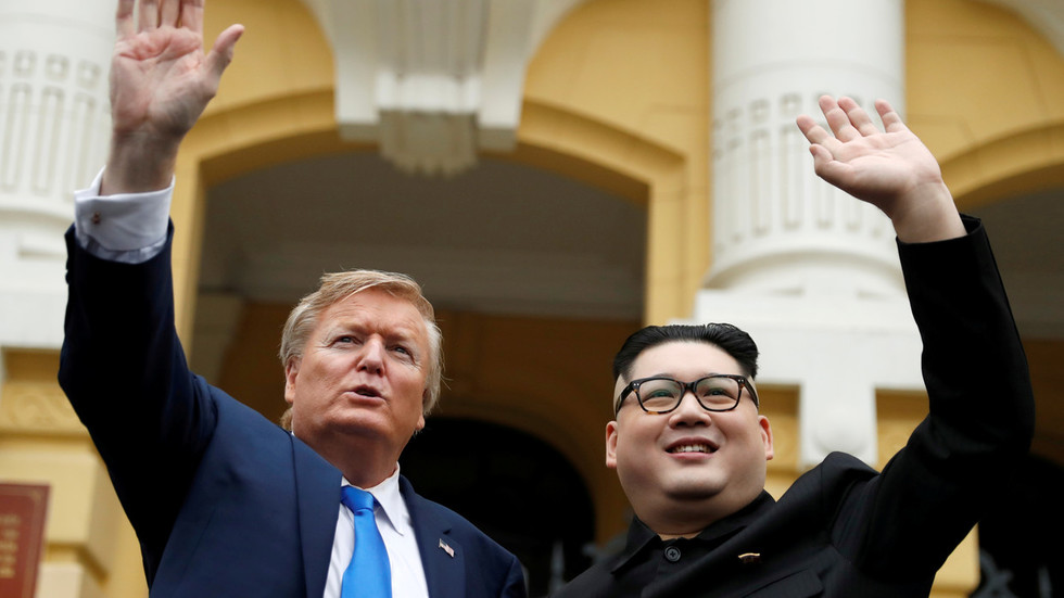 Vietnam threatens to deport Kim & Trump lookalikes, bans public stunts ahead of US-N. Korea talks