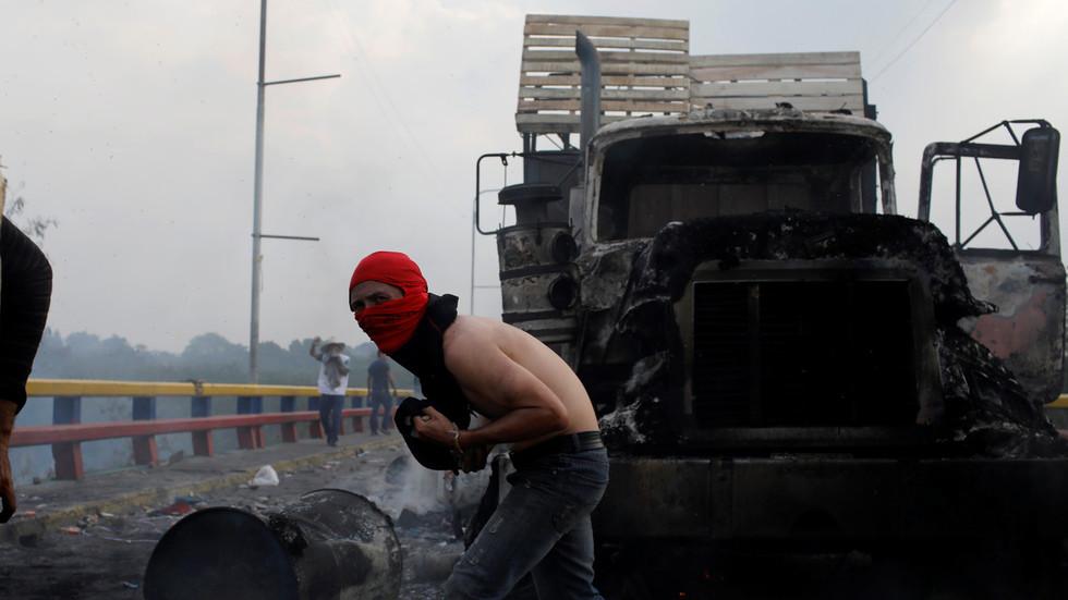 Who burnt the truck? Venezuelan FM says 'false flag expert' Pompeo should look among his 'agents'