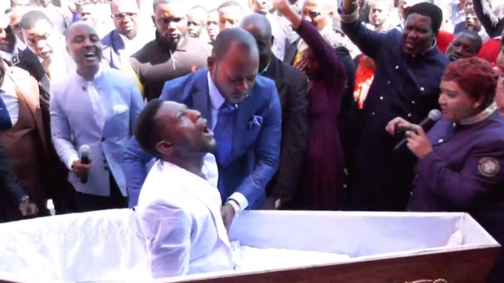 African pastor's crazy 'resurrection' stunt ridiculed by meme (VIDEOS)
