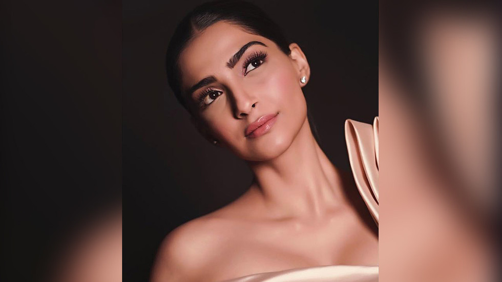 Bollywood star Sonam Kapoor in the firing line on Twitter over anti-war comments