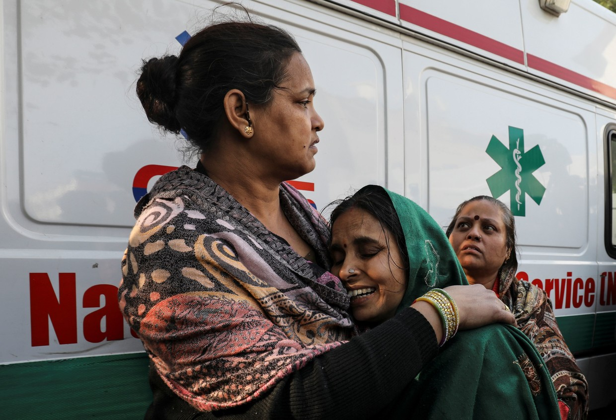 17 people including children killed in Delhi's Karol Bagh hotel fire