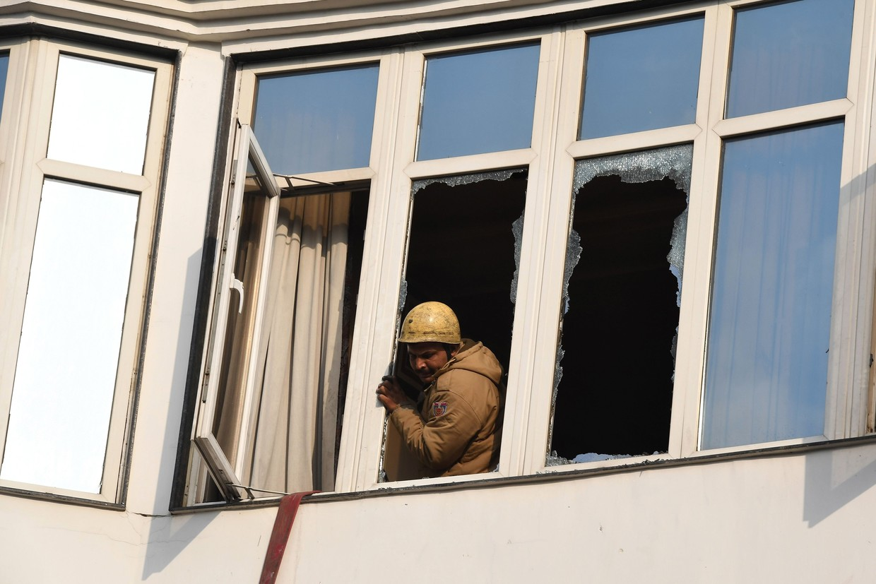 17 killed in fire at New Delhi hotel, 4 others hurt