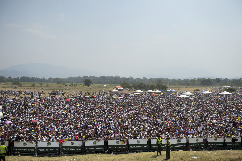 Maduro closes Venezuela/Brazil border in aid row