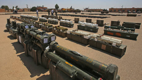 Rebel weapons seized by Syrian government forces © AFP / Youssef Karwashan