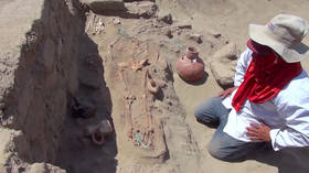 Remains of ancient warrior & erotic object found in Peruvian tomb (VIDEO)