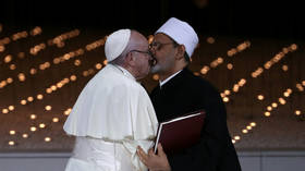 No lips locked! Pope & Imam's 'kiss for peace' more innocent than it seems