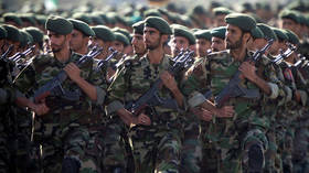 FILE PHOTO Members of Iran's Revolutionary Guards march during a military parade to commemorate the 1980-88 Iran-Iraq war in Tehran September 22, 2007. © REUTERS/Morteza Nikoubazl