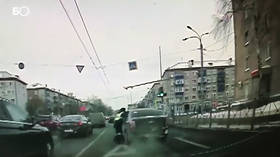 Russian driver drags policeman along road, crashes & gets run over (VIDEO)