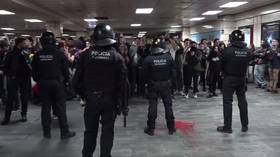Dramatic VIDEO shows police clashing with protesters at Barcelona subway station