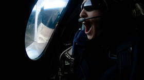 Virgin Galactic takes first human passenger into space (VIDEOS)