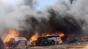 Raging fire guts hundreds of cars at government-run Indian airshow (VIDEO)