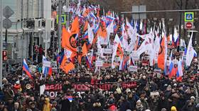 Tribute to Nemtsov: Thousands join Moscow march in memory of slain Russian politician