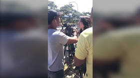 Crowd forces journalist to abandon report after she called Venezuela opposition a 'minority' (VIDEO)
