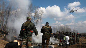 India recovers bodies from wreckage of helicopter in Kashmir (VIDEO)