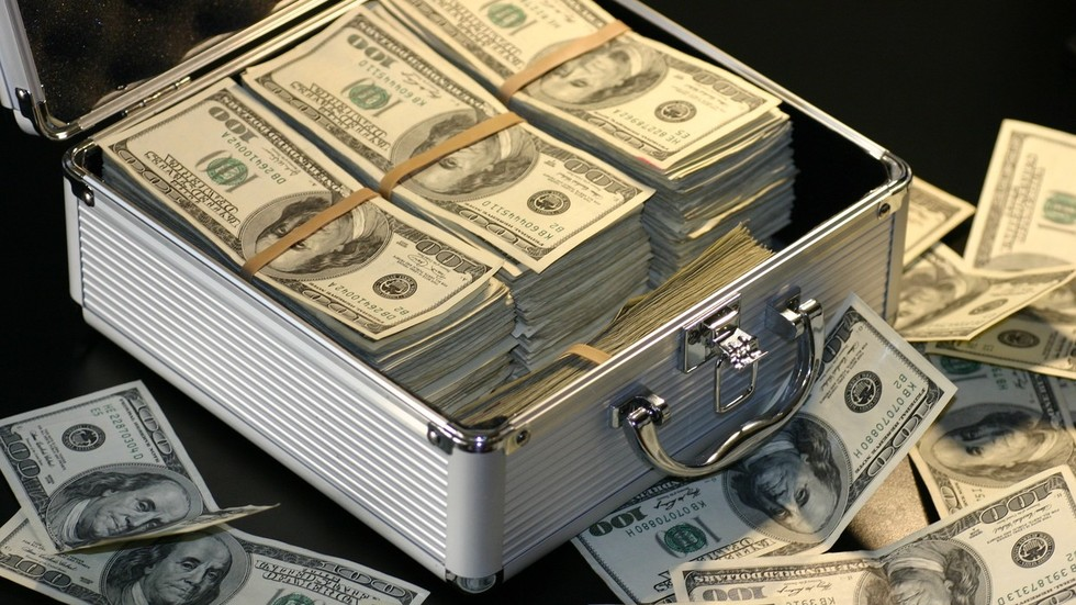 World flooded with $100 bills may be sign of international corruption – experts