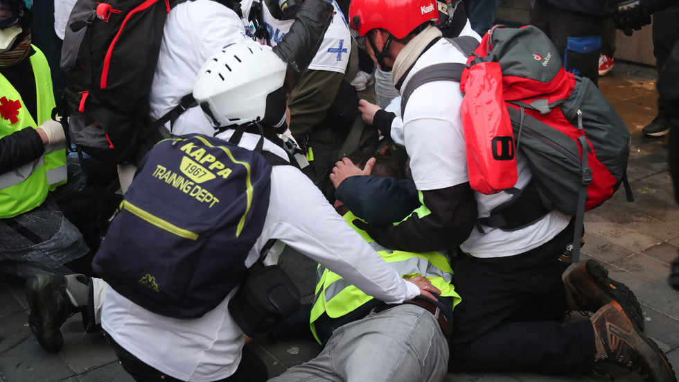 Dramatic VIDEO shows man being shot in face during Yellow Vest rallies in Paris
