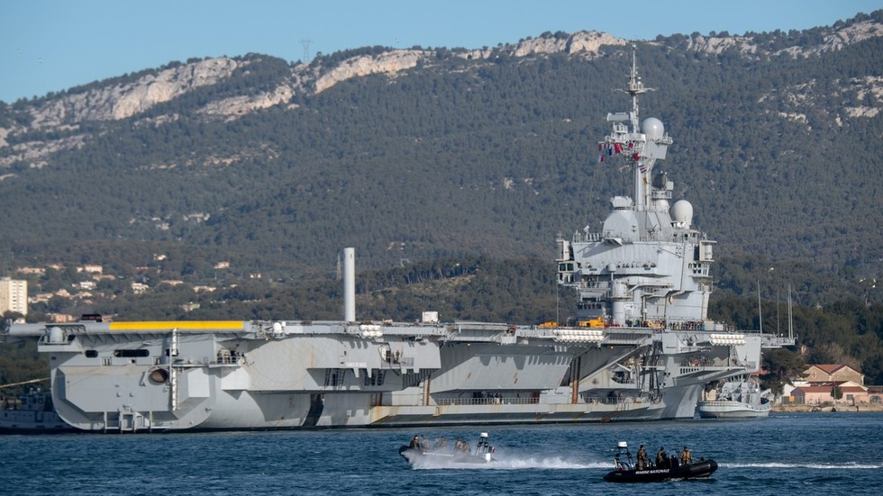 France's only aircraft carrier sets sail for Mediterranean to 'fight ISIS' (PHOTOS)