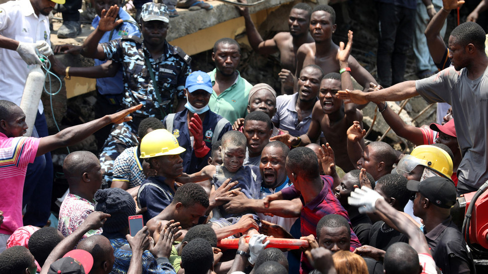 Many children feared dead, trapped as school building collapses in Nigeria (PHOTOS)