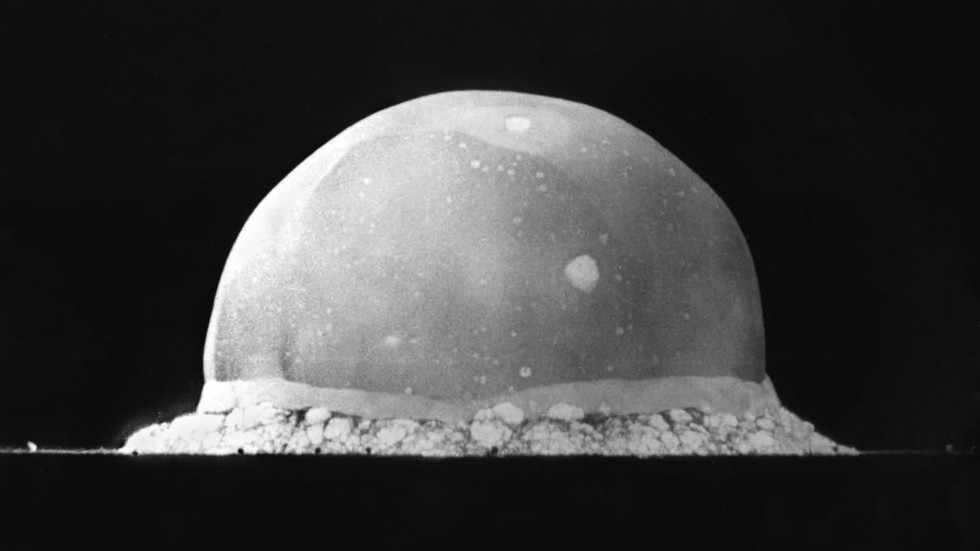WATCH nuke in HD: First ever ATOMIC BOMB explosion footage remastered