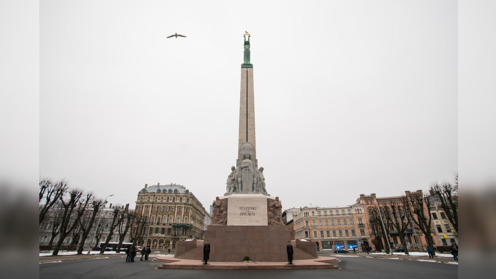 Price of liberty: 'Sober' US soldiers fined $400 for urinating on Freedom Monument in Latvia