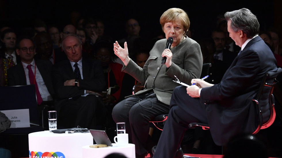Merkel 'not aware of 17th century rules' stopping new Brexit vote as Germany begs 'please, deliver'