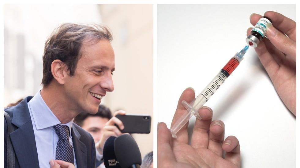 Italian politician who opposed mandatory chickenpox vaccine gets chickenpox