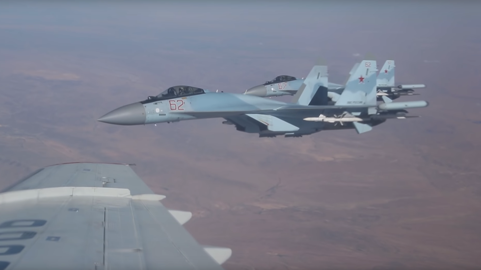 WATCH Russian Su-35 jets streaking across Syrian sky, filmed from inside defense minister's plane