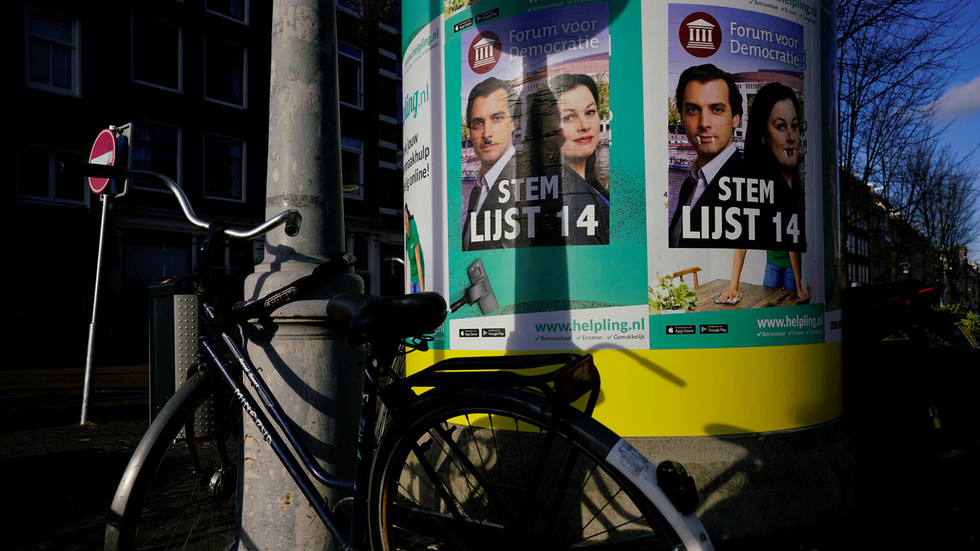 Euroskeptic Newcomers Unseat Dutch PM's Conservative