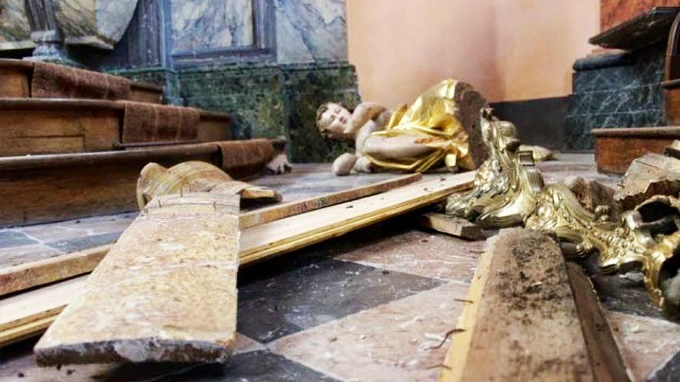 Catholic churches in France vandalized, set on fire & smeared with excrement (PHOTOS, VIDEO)