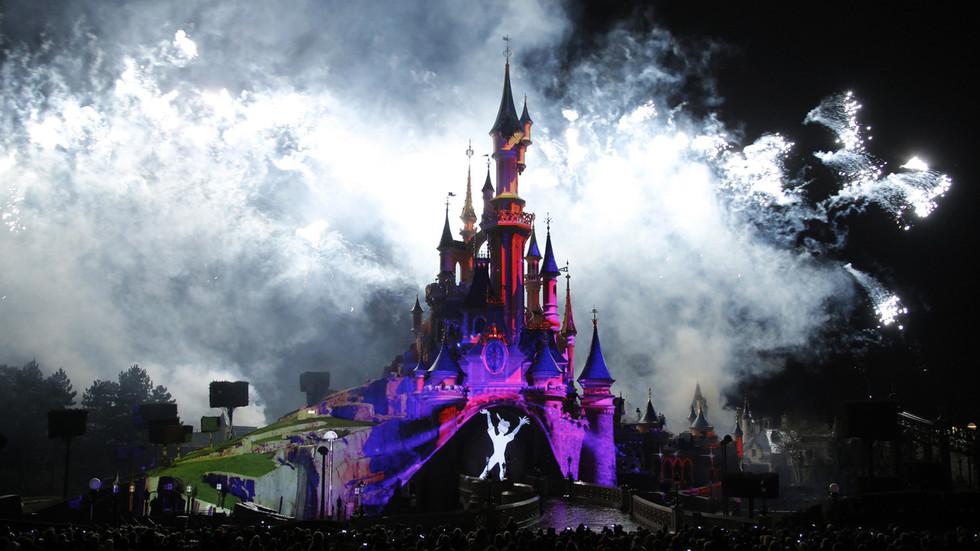 Paris Disneyland visitors flee in panic, police deployed as 'false alarm' triggers lockdown (VIDEOS)