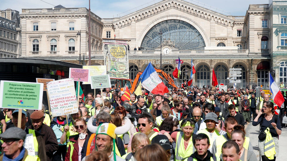 Yellow Vests flood streets of France for 20th weekend in a row