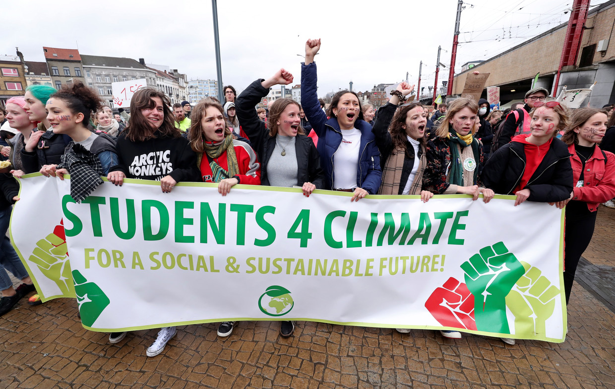 Students worldwide walk out of school, protest climate change inaction by governments
