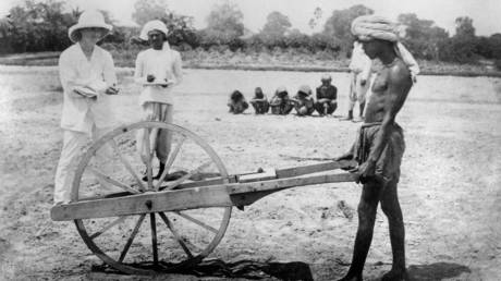 Measuring land for cultivation, Allahabad, India, 1877. © Global Look Press / Science Museum