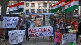 Pakistan hands over captured air force pilot to India