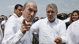 FILE PHOTO: Elliott Abrams next to Colombian President Ivan Duque at the border with Venezuela. © AFP / RHONA WISE