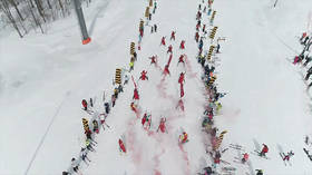 Costumed skiers and snowboarders hit the Sochi slopes for start of BoogelWoogel festival (VIDEO)