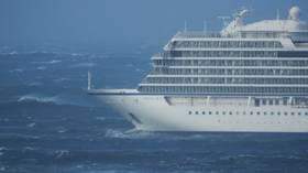 Cruise ship in distress for over 18 hours off Norway's coast, 900 still waiting to be evacuated