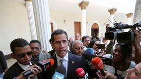 Hail to the 'interim president'? Juan Guaido's motorcade ATTACKED by angry mob (VIDEO)