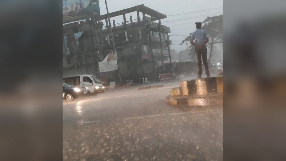 Indian traffic cop showered with praise for manning post during torrential rainstorm