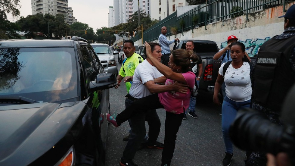 'What kind of a dictatorship is this?' Max Blumenthal on Venezuela cops protecting coup leader