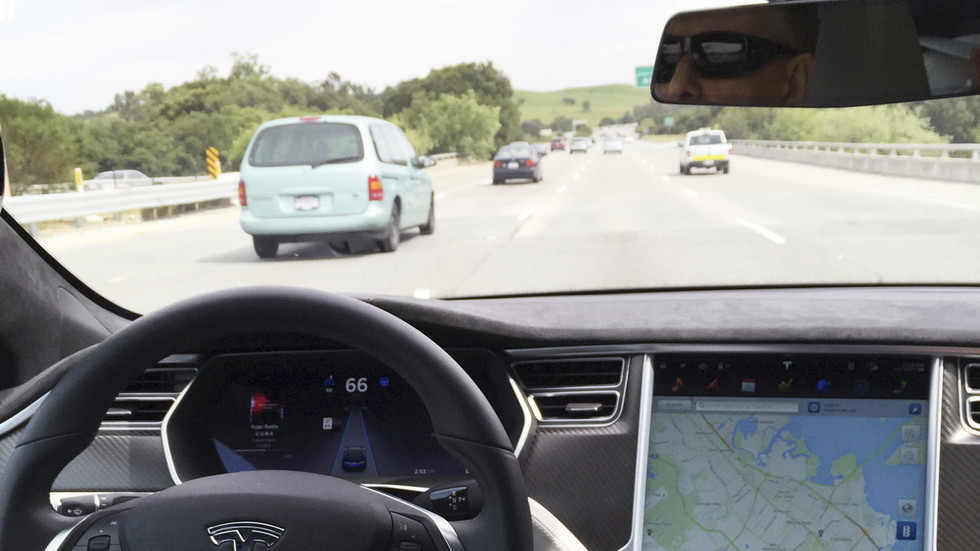 Chinese hackers make Tesla drive into oncoming traffic