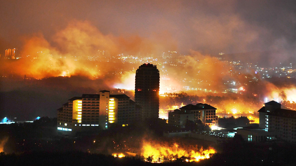 'Sea of fire': National disaster declared as thousands flee South Korean wildfires (VIDEOS)