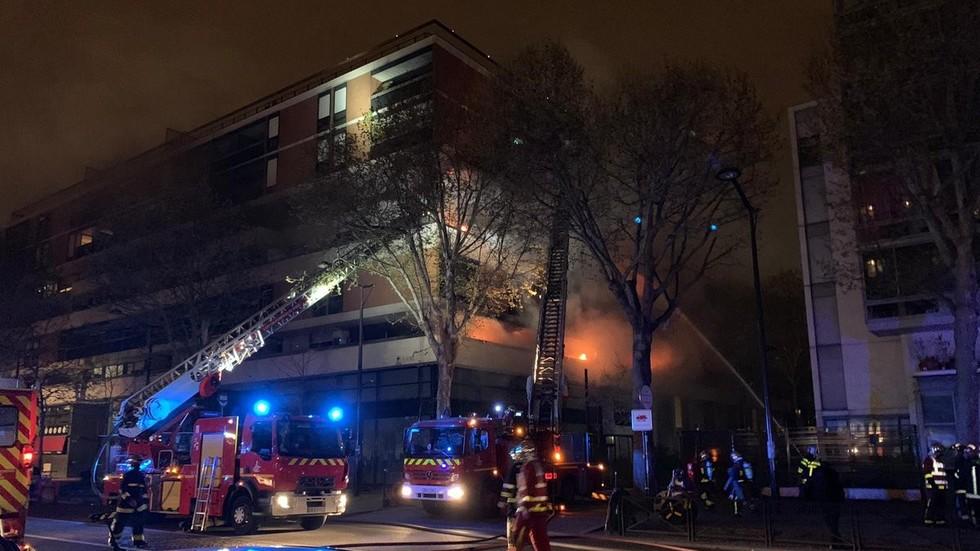 Massive BLAST rocks Paris building as firefighters struggle with monster blaze (VIDEOS)