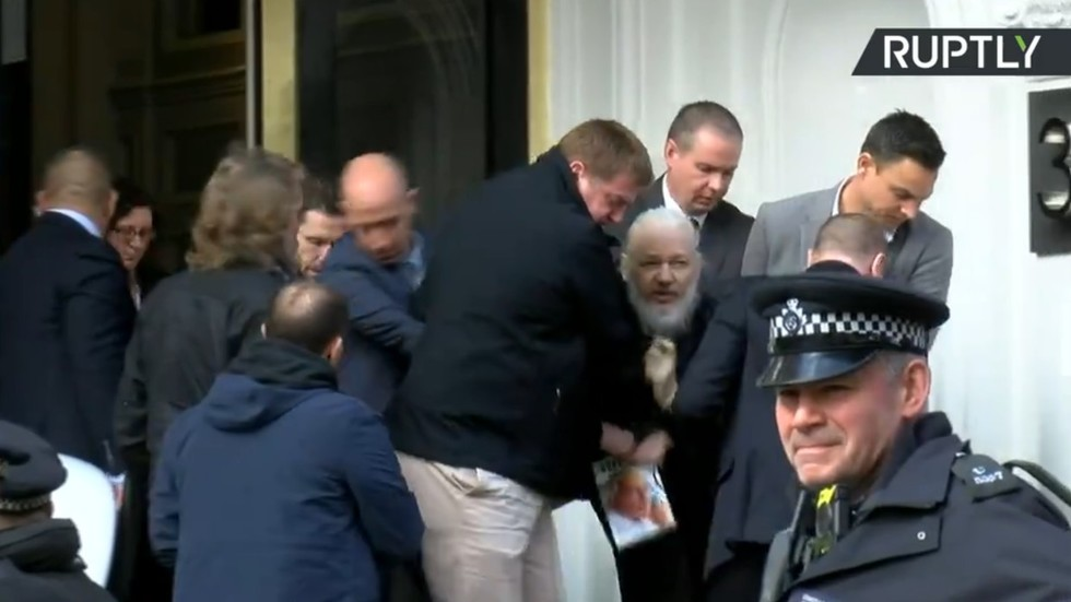 WATCH Julian Assange dragged out of Ecuadorian embassy and arrested (EXCLUSIVE)
