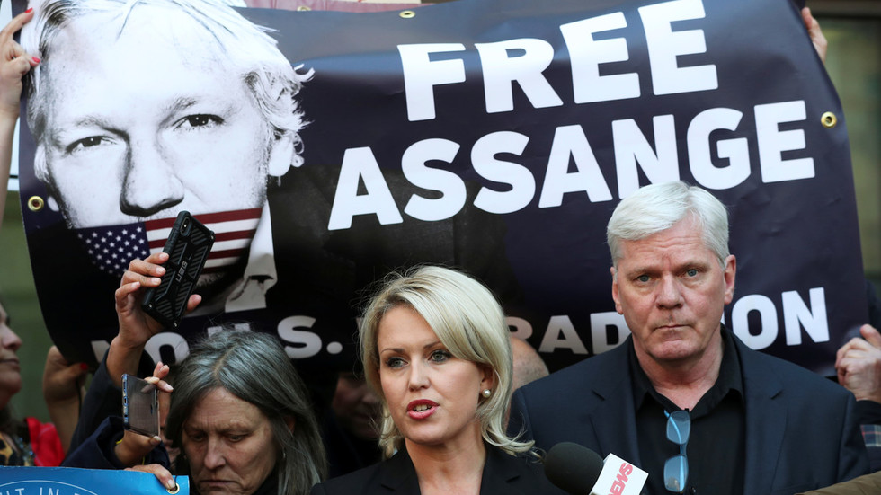 'Not going anywhere': Wikileaks editor & Assange lawyer promise to fight 'chilling' attack on press